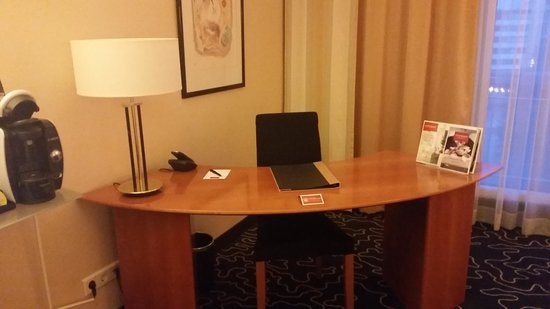 Steigenberger Hotel Hamburg: desk