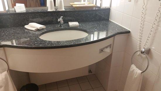 Steigenberger Hotel Hamburg: toilet
