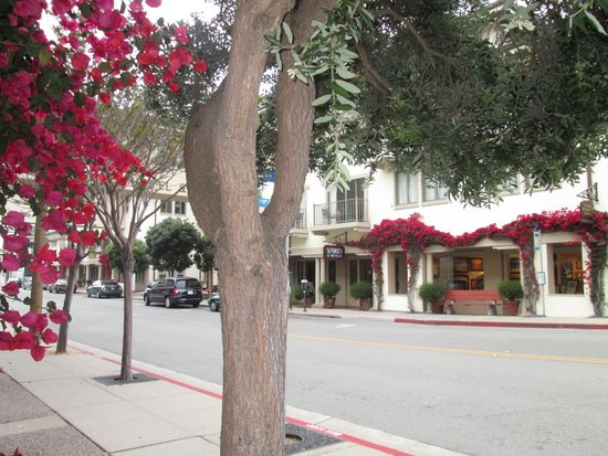 Monterey Plaza Hotel & Spa: The other side hotel, street view