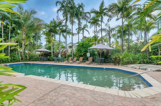 The Villas Palm Cove: resort pool and spa