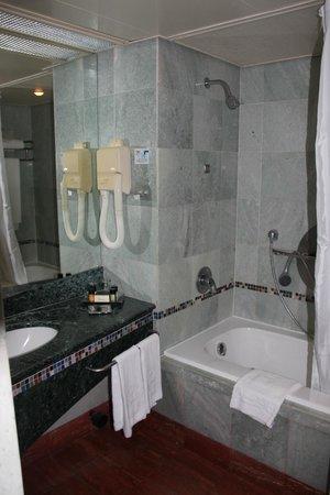 Dan Eilat: Room 347