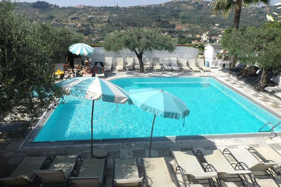 Villa Giada Resort: Piscina principale di Villa Giada