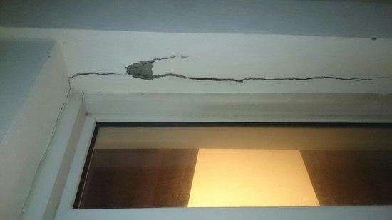 Le Grand Hotel de la Plage - Royan : Balcon en piteux état