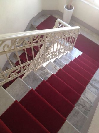 Rosso di Sera Relais Tuscany : La scalinata per arrivare alle camere!!!
