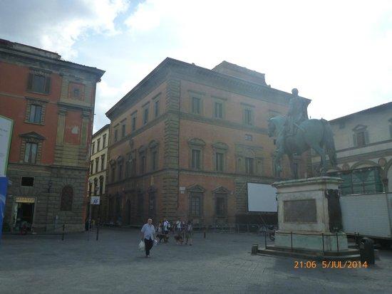 Museo degli Innocenti: The piazza