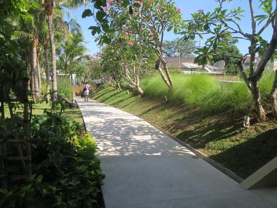 Centra Taum Seminyak Bali: garden before front office