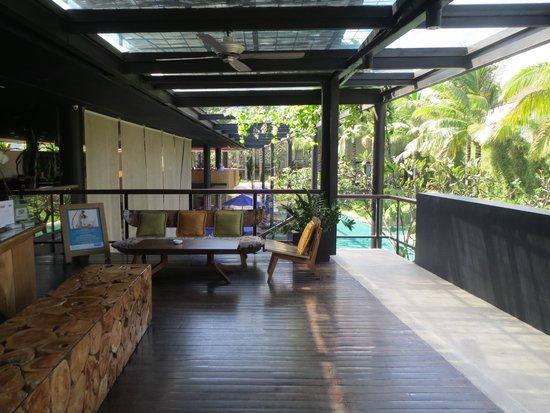 Centra Taum Seminyak Bali: front office