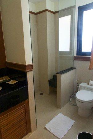 Angsana Villas Resort Phuket: Master Bathroom
