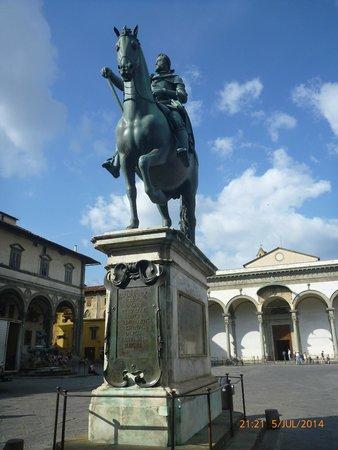 Museo degli Innocenti: Piazza