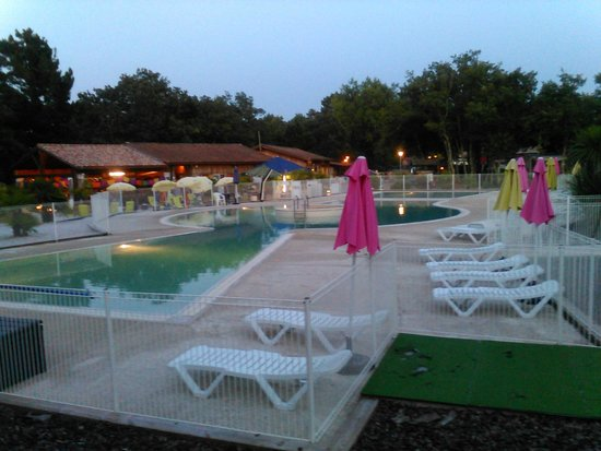 Piscine picture of camping les goelands ares tripadvisor for Piscine ulis