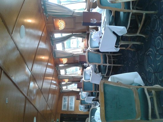 The Countess Of Evesham Restaurant Cruiser: The seating area