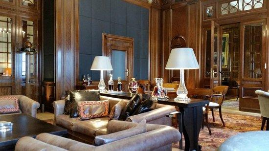 Park Hyatt Vienna: Stilvolle Zigarren-Lounge