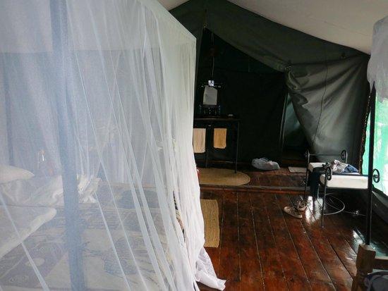 Ngorongoro Forest Tented Lodge: L'intérieur de la tente