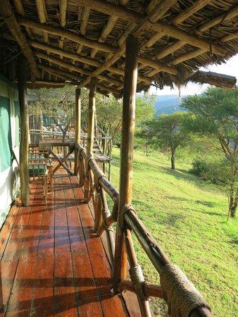 Ngorongoro Forest Tented Lodge: Vue sur le balcon