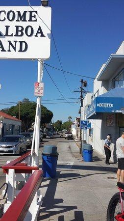 Balboa Island Ferry : See the blue sign