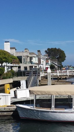 Balboa Island Ferry : homes to your left