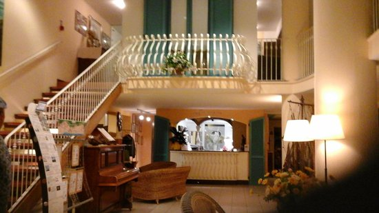 Hotel Resort Marinella : bellissima  entrata in hotel