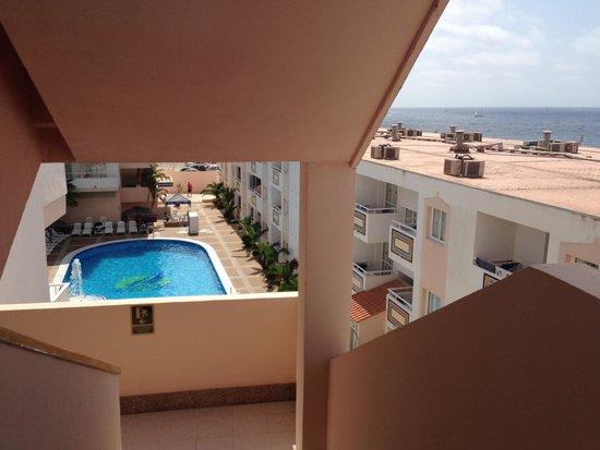 Apartamentos Tropical Garden: Вид с лестничной площадки