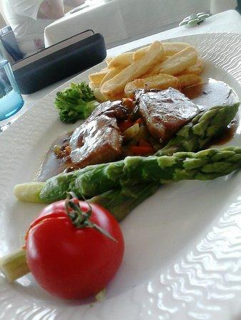 Breiz Azmor: Plat principal : Foie gras frais poêlé aux asperges vertes