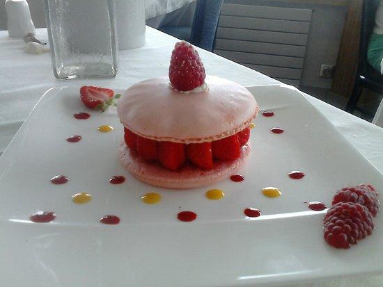 Breiz Azmor: Dessert : Macaron aux framboises