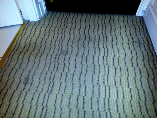Mercure Glasgow City Hotel: dirty carpets