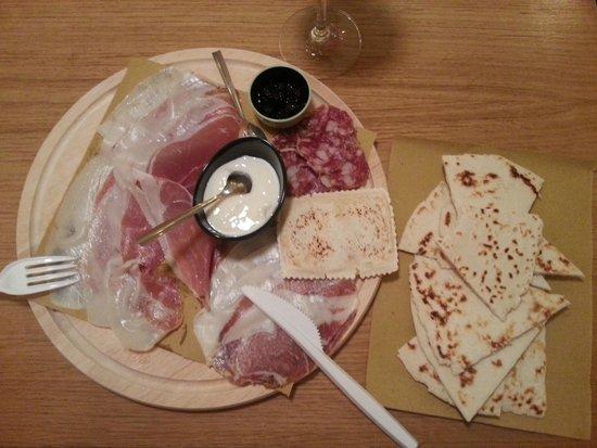L'Azdora : Flatbread with mixed prosciutto