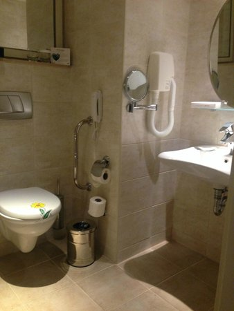 Titanic Beach Lara Hotel: Bathroom