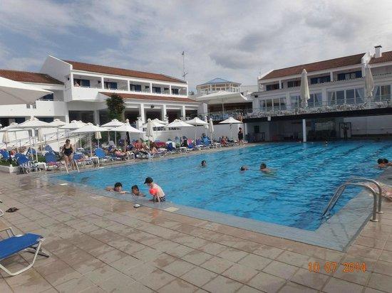 SENTIDO Louis Plagos Beach: бассейн