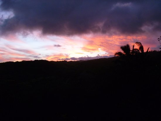 Hale Kua: Sunset View from the Cottage Lanai