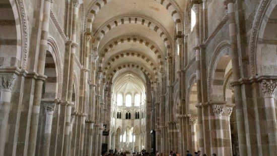 La Basilique Sainte Marie-Madeleine : Intérieur de la basilique