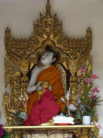 Dharmikarama Burmese Temple : Un bouddha réveur ?