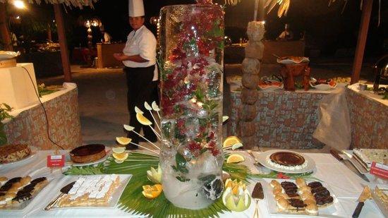 InterContinental Moorea Resort & Spa: Fleurs dans un iceberg