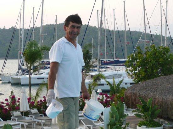 Yacht Classic Hotel: Mustafa (staff) who did a wonderful job of maintaining the pools