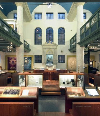 Jewish Historical Museum: The exhibition Religion is in one of the old synagogues in the building