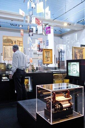 Jewish Historical Museum: Geschiedenis van de joden in Nederland 1900-heden