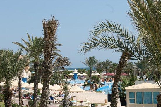 Club Diana Rimel Djerba: Piscina e mare sullo sfondo