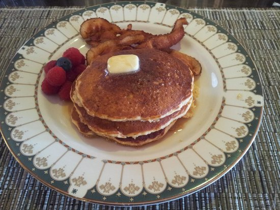 Making Waves Boatel: Delicious Pancakes