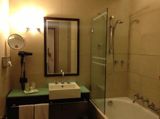 NH Catania Centro: bagno camera 723