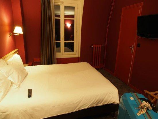 Paris France Hotel: room
