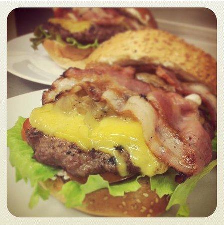 Photo of Fast Food Restaurant La Saleta Vic Burguer at Calle Corretgers N 5, Vic 08500, Spain