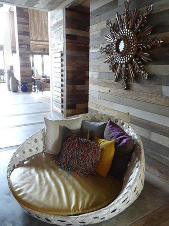 W Retreat & Spa Vieques : foyer artwork