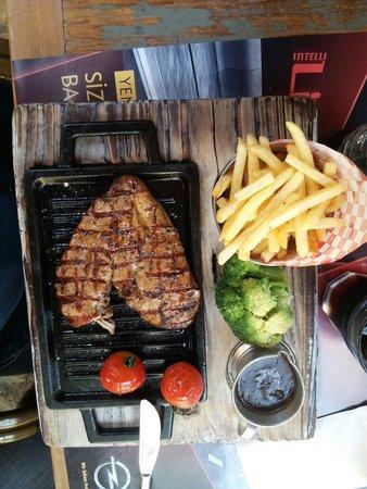 Cafe La Cigale: Petto di pollo alla griglia