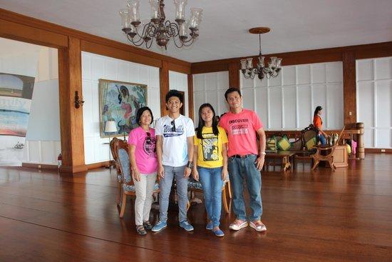 Malacanang Of The North: Group pics inside the Malacanang.....