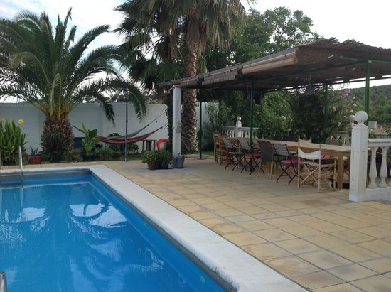 Finca El Juncal: The pool and dining area