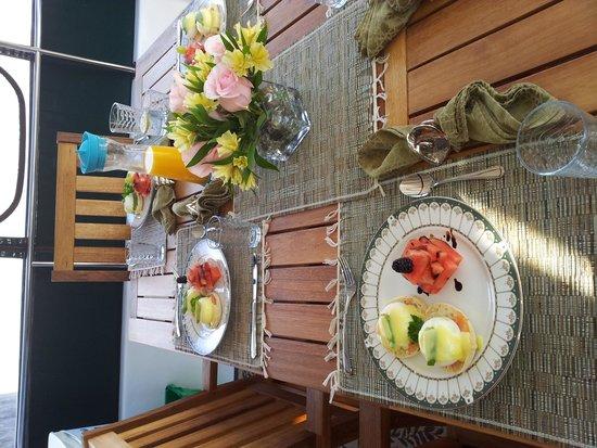 Making Waves Boatel: Breakfast Table