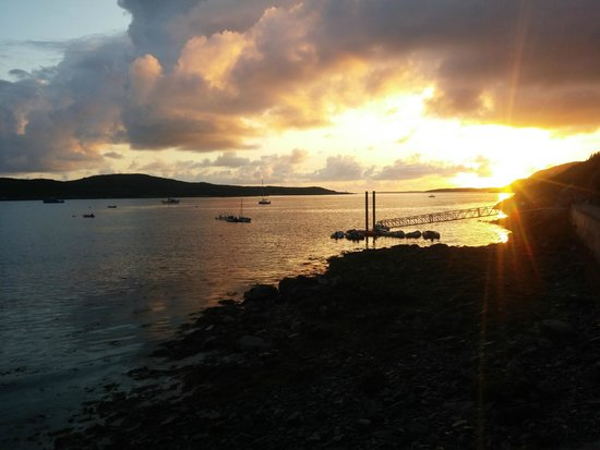 Clifden Camping and Caravan Park: Clifden Bay