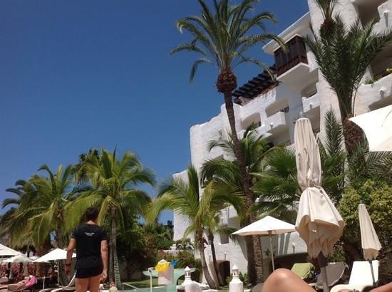 Hotel Jardin Tropical: Vista desde piscina3