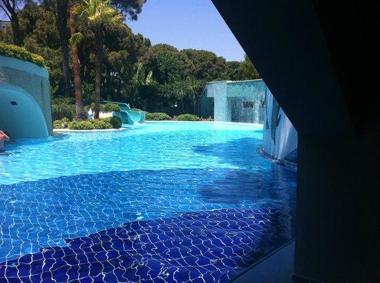 Limak Atlantis Deluxe Hotel & Resort: une des nombreuses piscines ...
