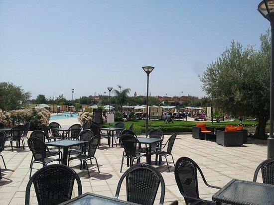 Kenzi Club Agdal Medina: bar près de la piscine