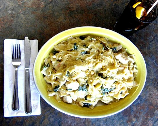 Gaston's French American Bistro : Chicken Bow Tie Pasta